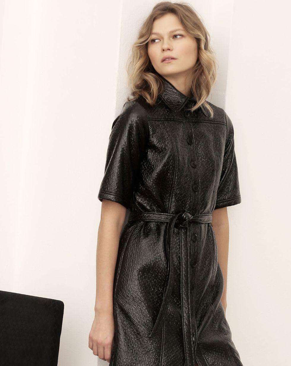 Платье из лакированной кожи MПлатья<br><br><br>Артикул: 82911376<br>Размер: M<br>Цвет: Черный<br>Новинка: НЕТ<br>Наименование en: Faux patent leather dress