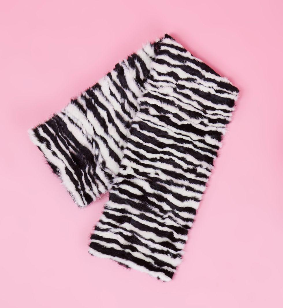 Шарф норковый One sizeаксессуары<br><br><br>Артикул: 8006637<br>Размер: One size<br>Цвет: Черно-белый<br>Новинка: НЕТ<br>Наименование en: Mink fur scarf