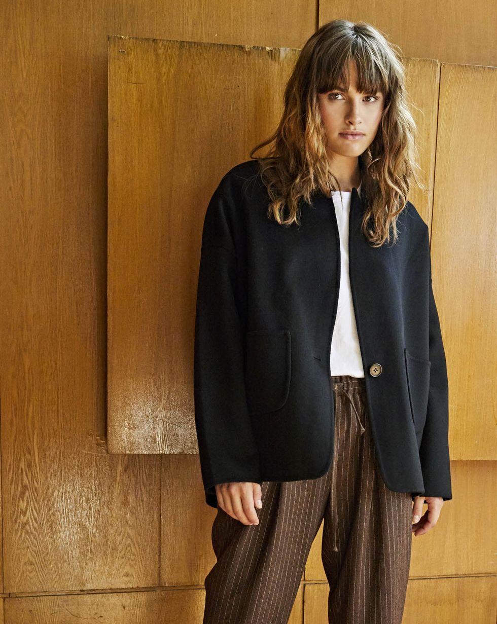 Пальто-жакет One sizeВерхняя одежда<br><br><br>Артикул: 79910121<br>Размер: One size<br>Цвет: Чёрный<br>Новинка: НЕТ<br>Наименование en: Wool-blend jacket