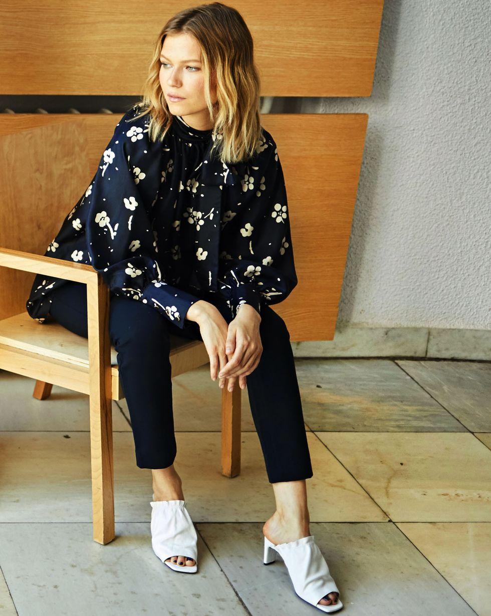 Блуза с бантом в цветок One sizeТопы и блузы<br><br><br>Артикул: 82810562<br>Размер: One size<br>Цвет: Черный<br>Новинка: ДА<br>Наименование en: Floral print bow tie blouse