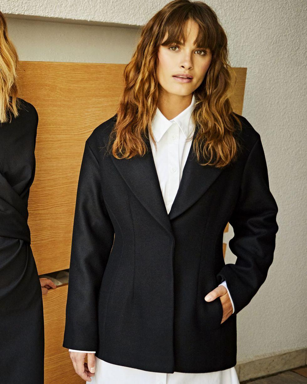 Жакет с объемными плечами MЖакеты<br><br><br>Артикул: 93010786<br>Размер: M<br>Цвет: Черный<br>Новинка: НЕТ<br>Наименование en: Oversized wool jacket