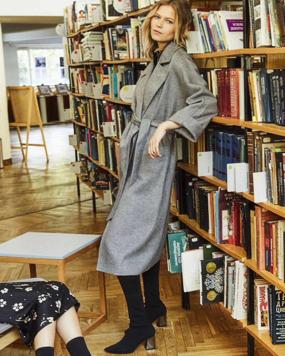 Пальто на поясе One sizeВерхняя одежда<br><br><br>Артикул: 79910112<br>Размер: One size<br>Цвет: Серый<br>Новинка: НЕТ<br>Наименование en: Belted wool blend coat