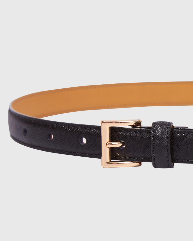 Ремень узкий с квадратной пряжкой MАксессуары<br><br><br>Артикул: 1094510946<br>Размер: M<br>Цвет: Черный<br>Новинка: НЕТ<br>Наименование en: Square buckle narrow leather belt