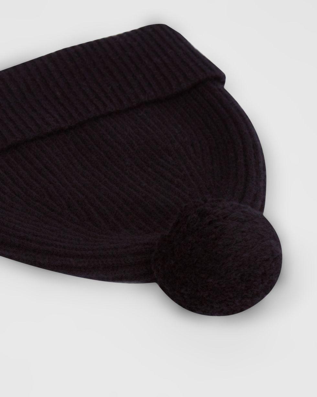 Шапка с помпоном One sizeАксессуары<br><br><br>Артикул: 80010536<br>Размер: One size<br>Цвет: Черный<br>Новинка: НЕТ<br>Наименование en: Pompom knit beanie hat