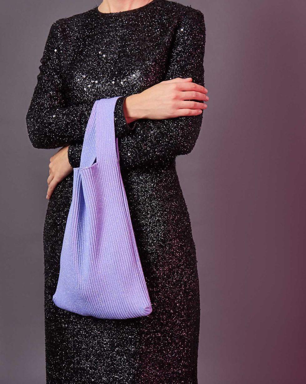 Сумка из трикотажа в рубчик One sizeАксессуары<br><br><br>Артикул: 80012349<br>Размер: One size<br>Цвет: Сиреневый<br>Новинка: НЕТ<br>Наименование en: Knit tote bag