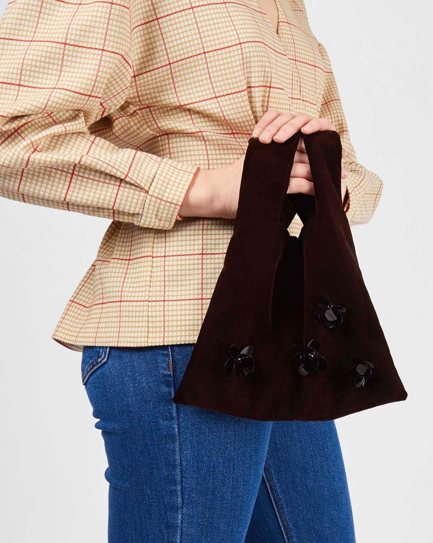 Сумка-мешок из бархата One sizeАксессуары<br><br><br>Артикул: 80012390<br>Размер: One size<br>Цвет: Коричневый<br>Новинка: НЕТ<br>Наименование en: Velvet bucket bag