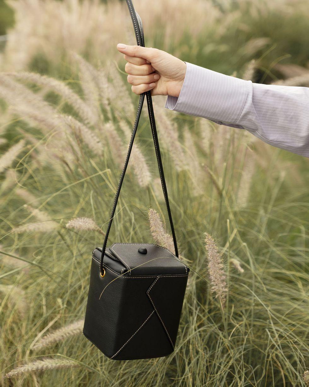 12Storeez Сумка-коробочка на длинной ручке (черная)