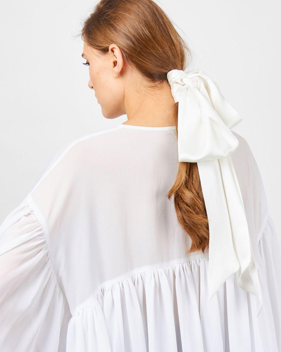 Шарф шелковый One sizeАксессуары<br><br><br>Артикул: 8005960<br>Размер: One size<br>Цвет: Молочный<br>Новинка: НЕТ<br>Наименование en: Skinny silk scarf