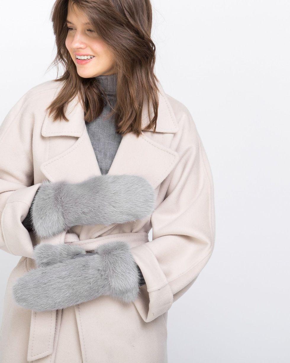 Варежки из норки One sizeаксессуары<br><br><br>Артикул: 8006640<br>Размер: One size<br>Цвет: Светло-серый<br>Новинка: НЕТ<br>Наименование en: Mink fur mittens