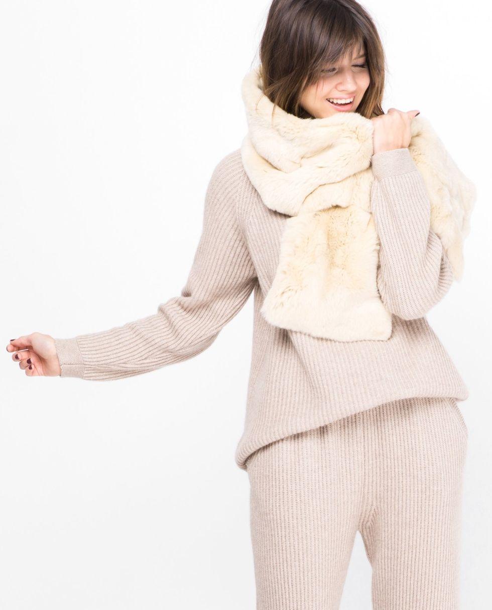 Шарф из меха кролика рекс One sizeаксессуары<br><br><br>Артикул: 8006642<br>Размер: One size<br>Цвет: Молочный<br>Новинка: НЕТ<br>Наименование en: Rabbit fur scarf
