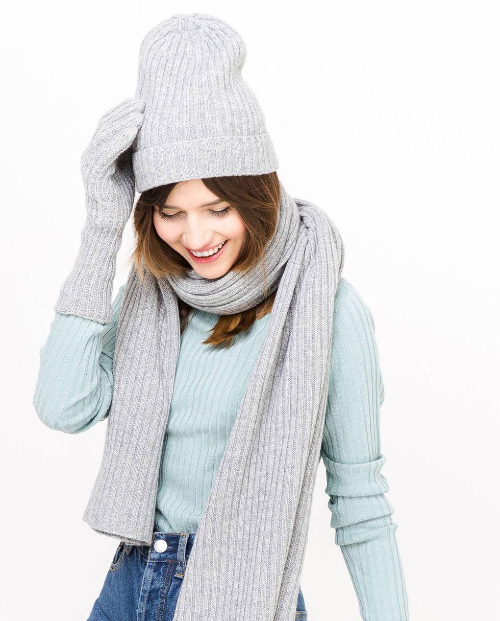 Шапка One sizeаксессуары<br><br><br>Артикул: 8007431<br>Размер: One size<br>Цвет: Серый<br>Новинка: НЕТ<br>Наименование en: Ribbed beanie hat