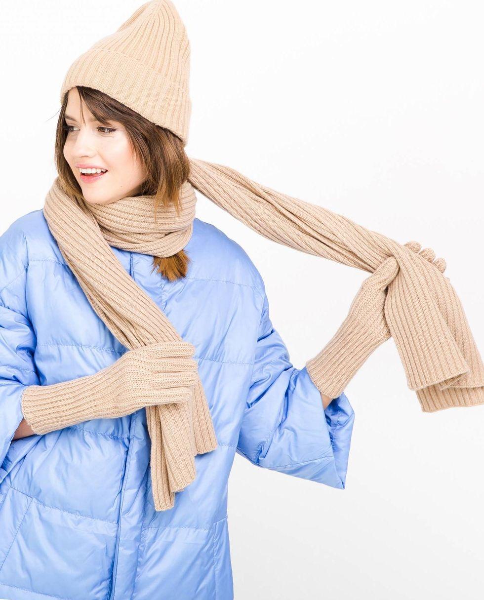 Шарф One sizeАксессуары<br><br><br>Артикул: 8007444<br>Размер: One size<br>Цвет: Кэмел<br>Новинка: НЕТ<br>Наименование en: Knitted scarf
