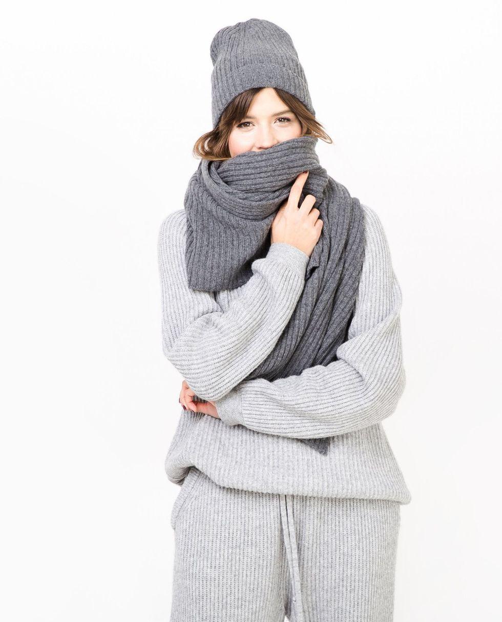 Шарф One sizeАксессуары<br><br><br>Артикул: 8007446<br>Размер: One size<br>Цвет: Темно-серый<br>Новинка: НЕТ<br>Наименование en: Knitted scarf