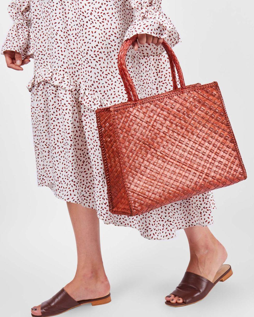 Сумка-шопер мини miniАксессуары<br><br><br>Артикул: 8009804<br>Размер: mini<br>Цвет: Коричневый<br>Новинка: НЕТ<br>Наименование en: Plaited shopper bag