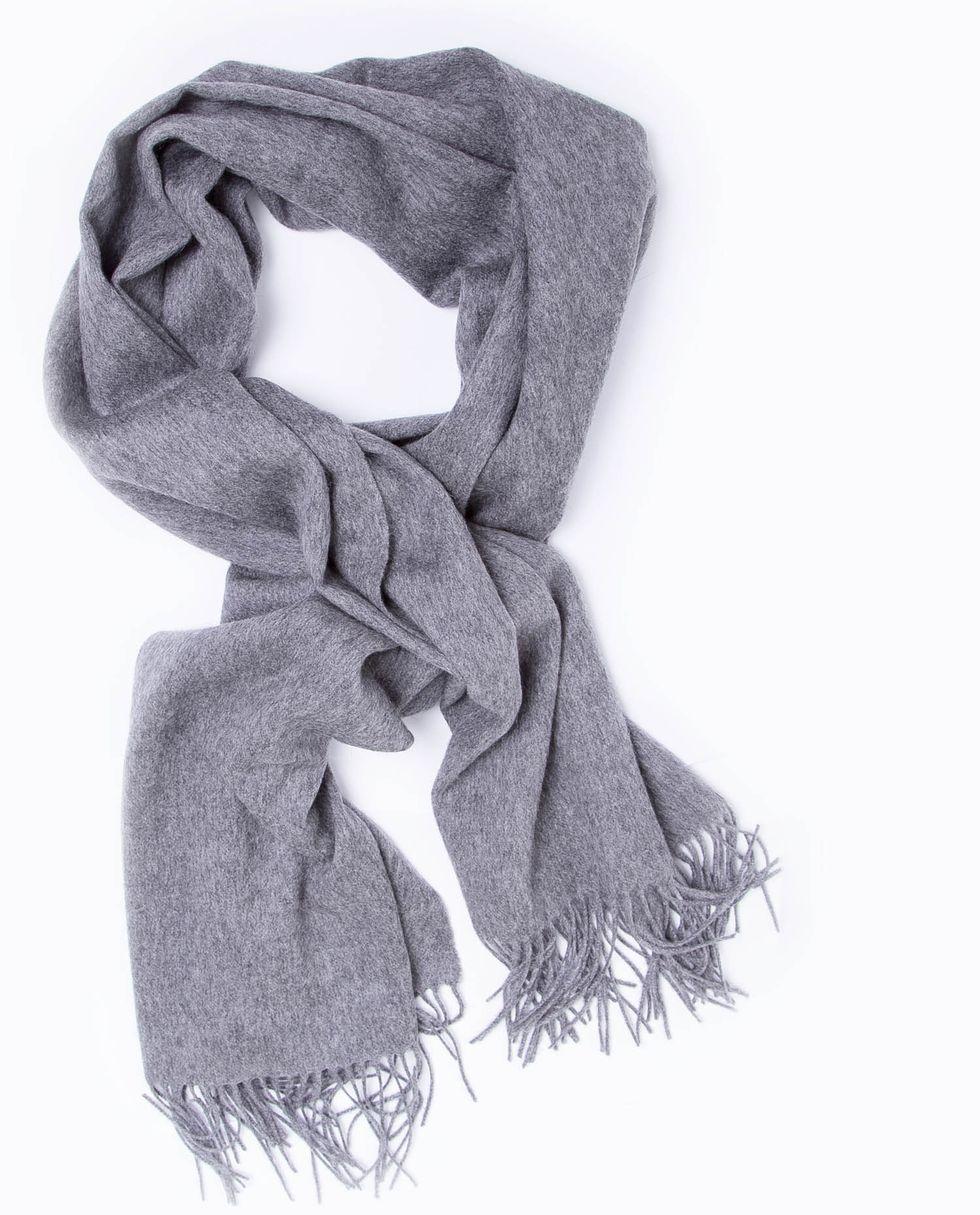 Шарф из кашемира, шелка и шерсти One sizeАксессуары<br><br><br>Артикул: 8006273<br>Размер: One size<br>Цвет: Серый<br>Новинка: НЕТ<br>Наименование en: Cashmere &amp; Wool blend scarf