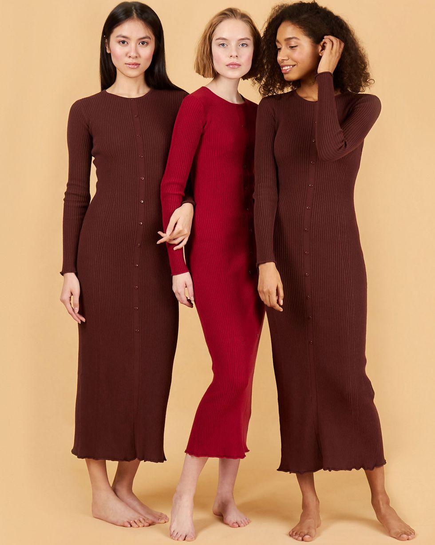 Трикотажное платье на пуговицах XSПлатья<br><br><br>Артикул: 84412664<br>Размер: XS<br>Цвет: Коричневый<br>Новинка: НЕТ<br>Наименование en: Button detail rib-knit dress