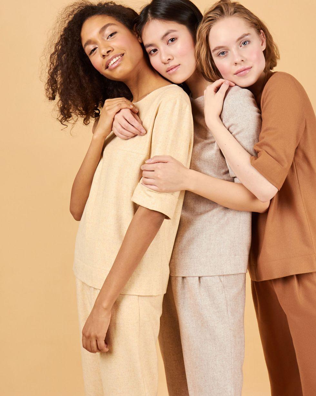 Комплект: топ с коротким рукавом и брюки XSКомплекты<br><br><br>Артикул: 7013255<br>Размер: XS<br>Цвет: Желтый<br>Новинка: ДА<br>Наименование en: Short sleeve top &amp; trousers two-piece set