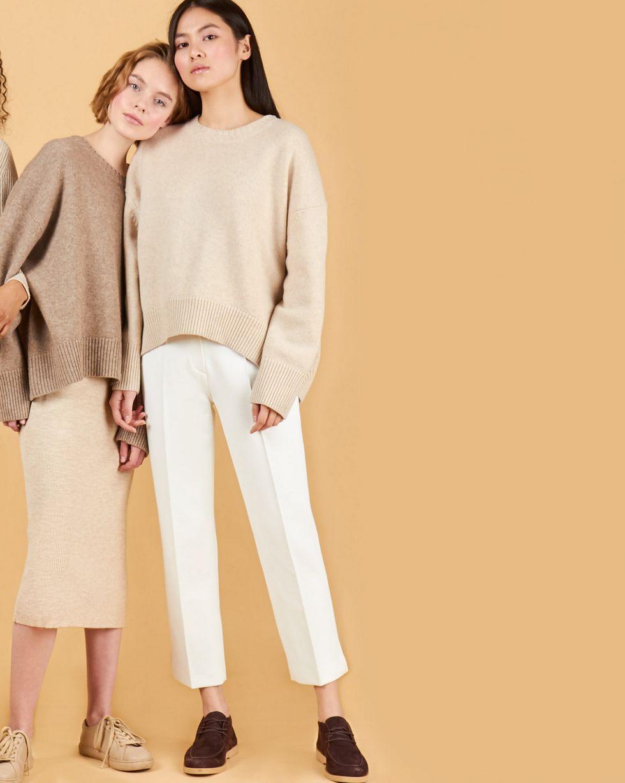Брюки укороченные с разрезами SБрюки<br><br><br>Артикул: 220812216<br>Размер: S<br>Цвет: Белый<br>Новинка: НЕТ<br>Наименование en: Side split cropped trousers