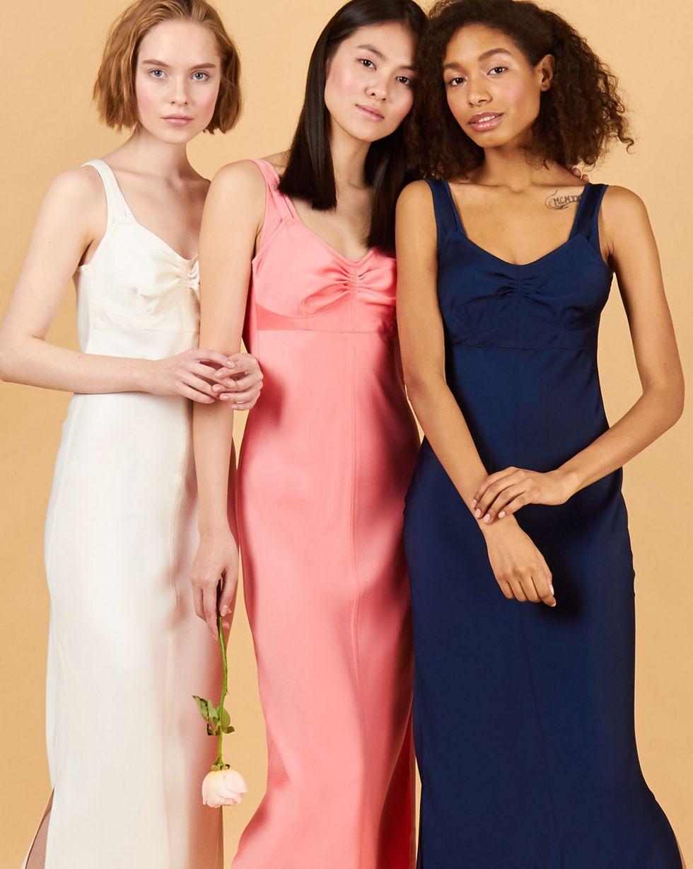Комбинация на широких бретелях MПлатья<br><br><br>Артикул: 82912463<br>Размер: M<br>Цвет: Розовый<br>Новинка: НЕТ<br>Наименование en: Wide strap slip dress