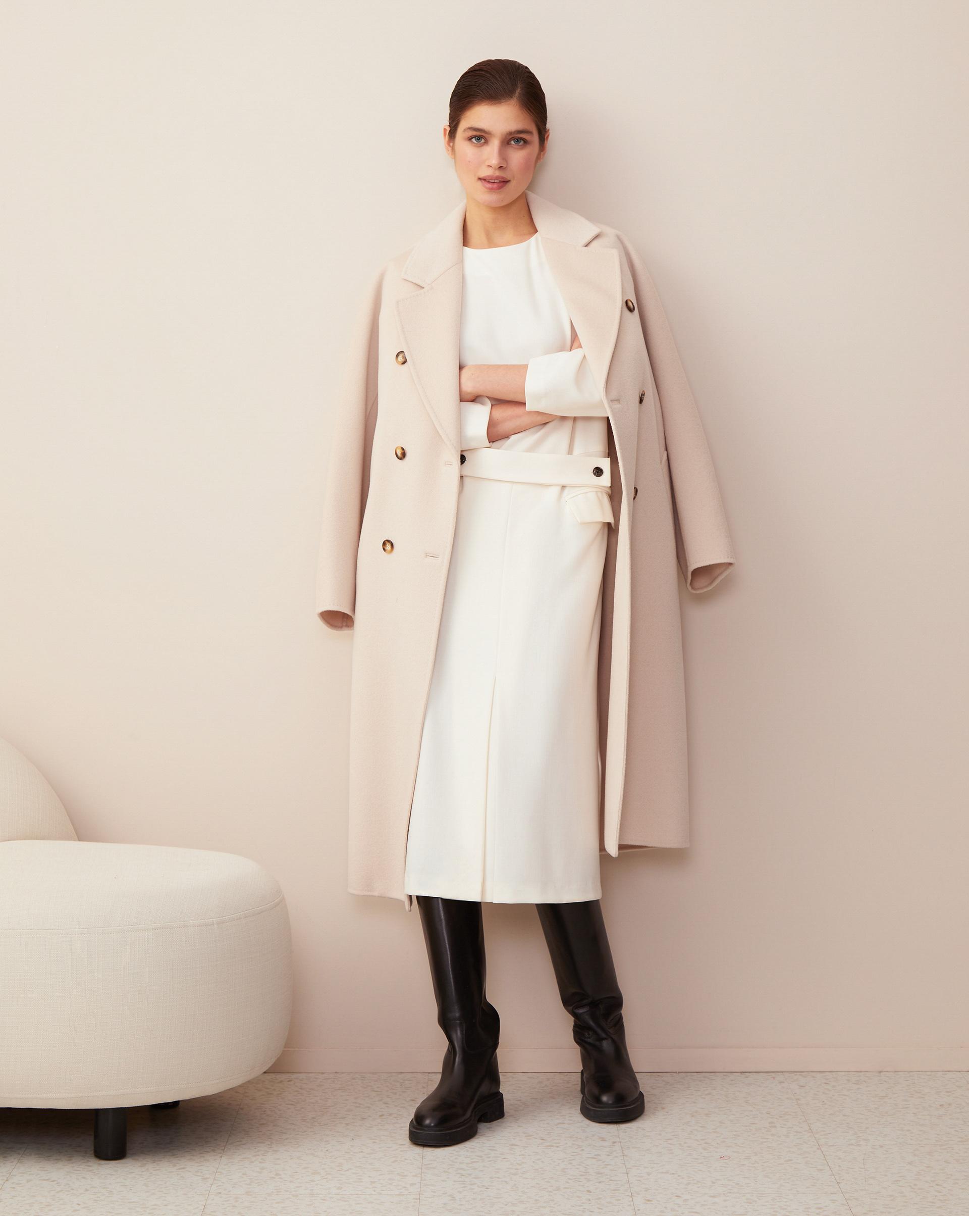 Платье миди с объемными плечами