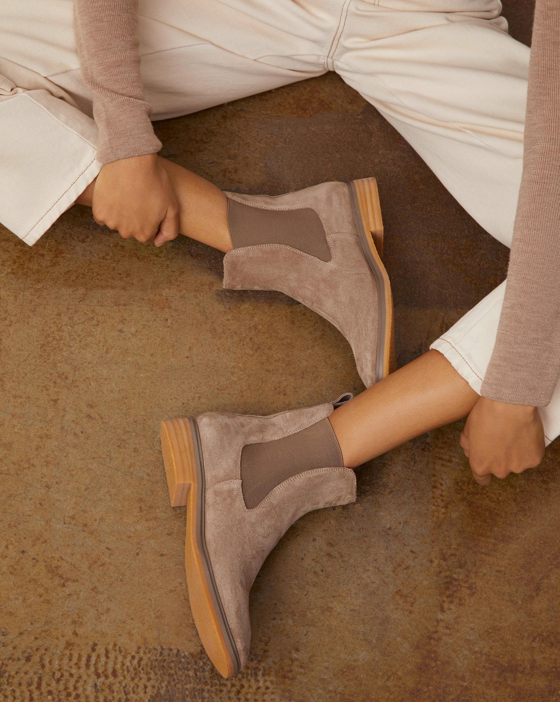 Ботинки челси на каучуковой подошве