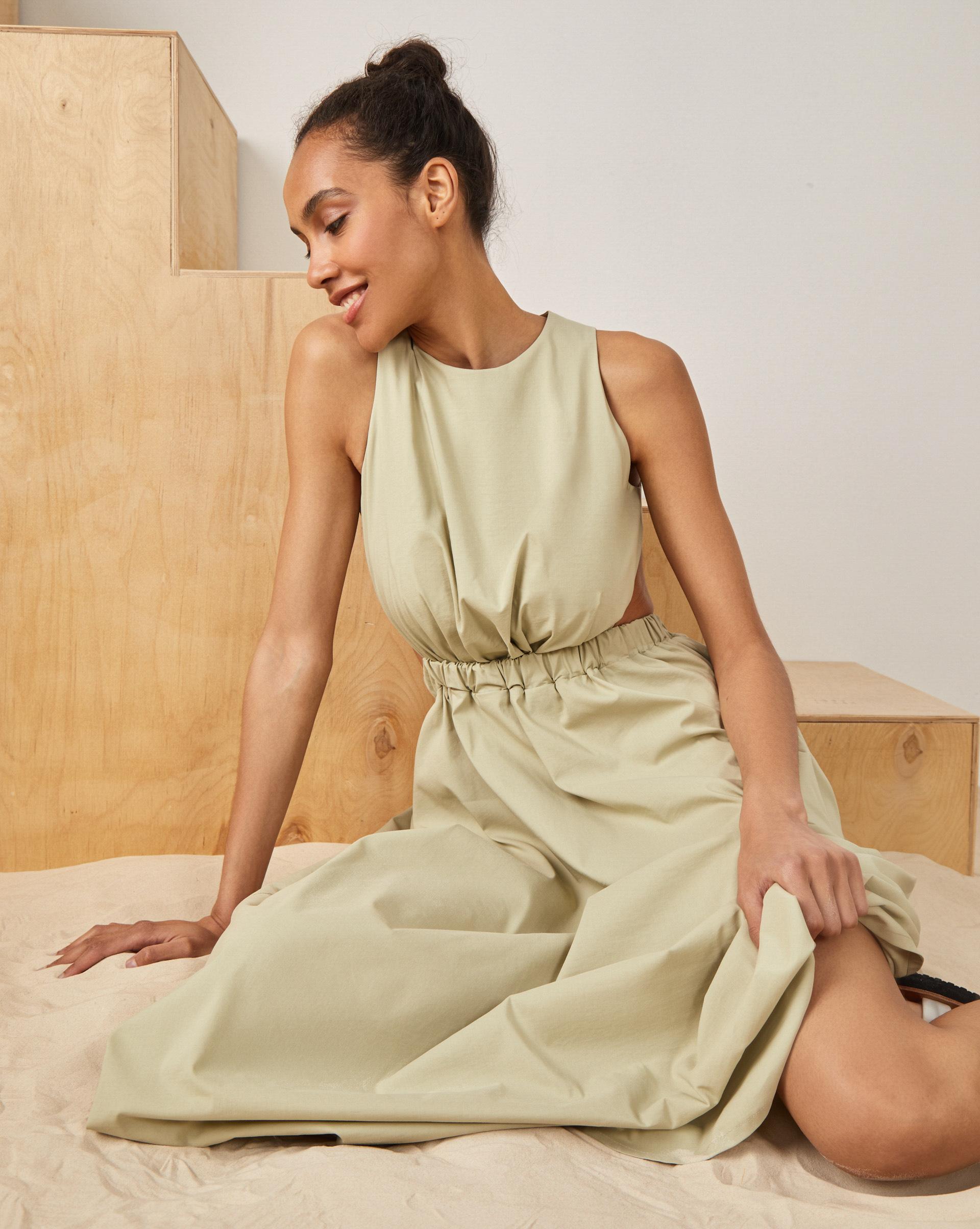 12STOREEZ Платье со сборкой приталенное платье с застежкой на молнию петербургский швейный дом