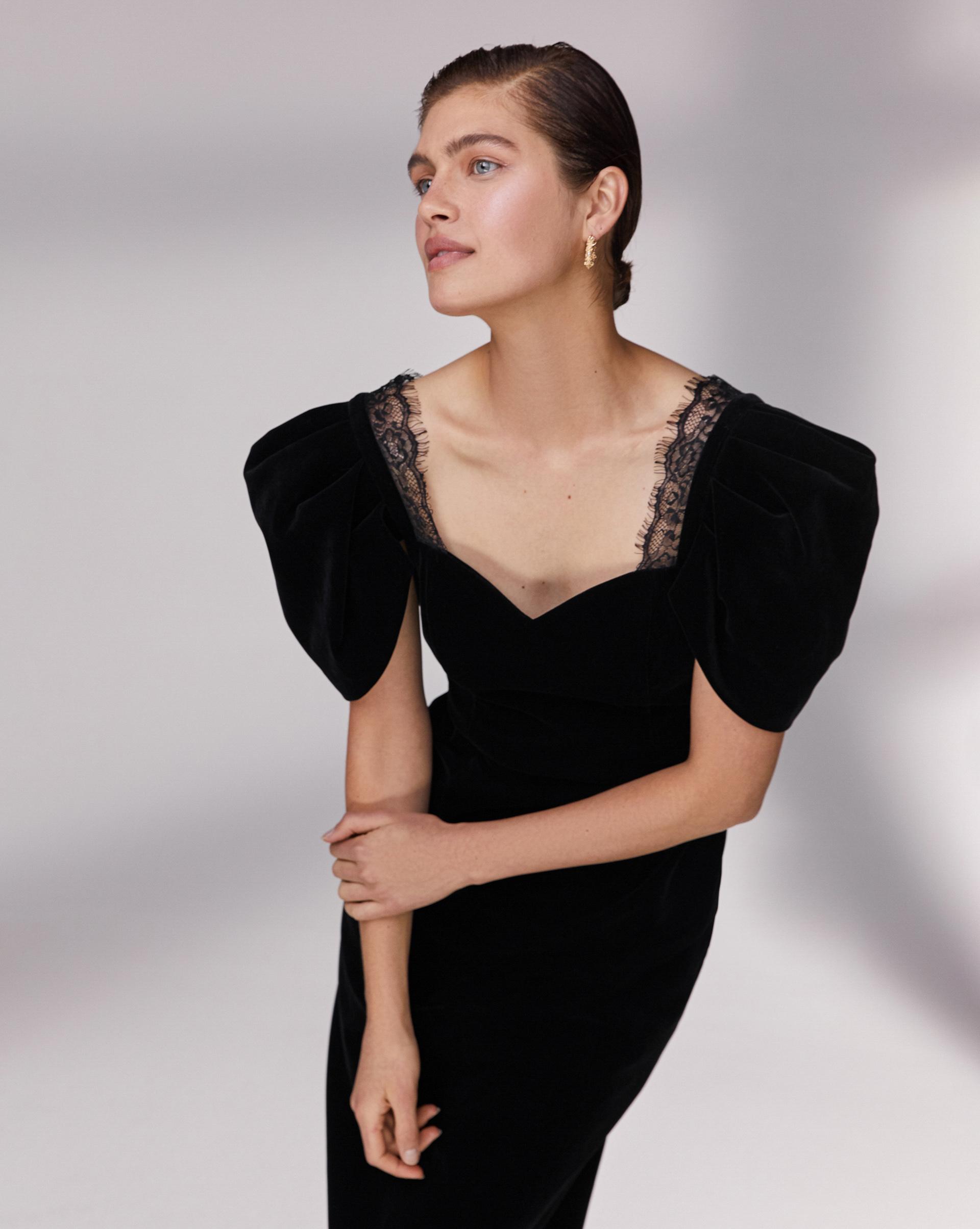 12⠀STOREEZ Бархатное платье с кружевом