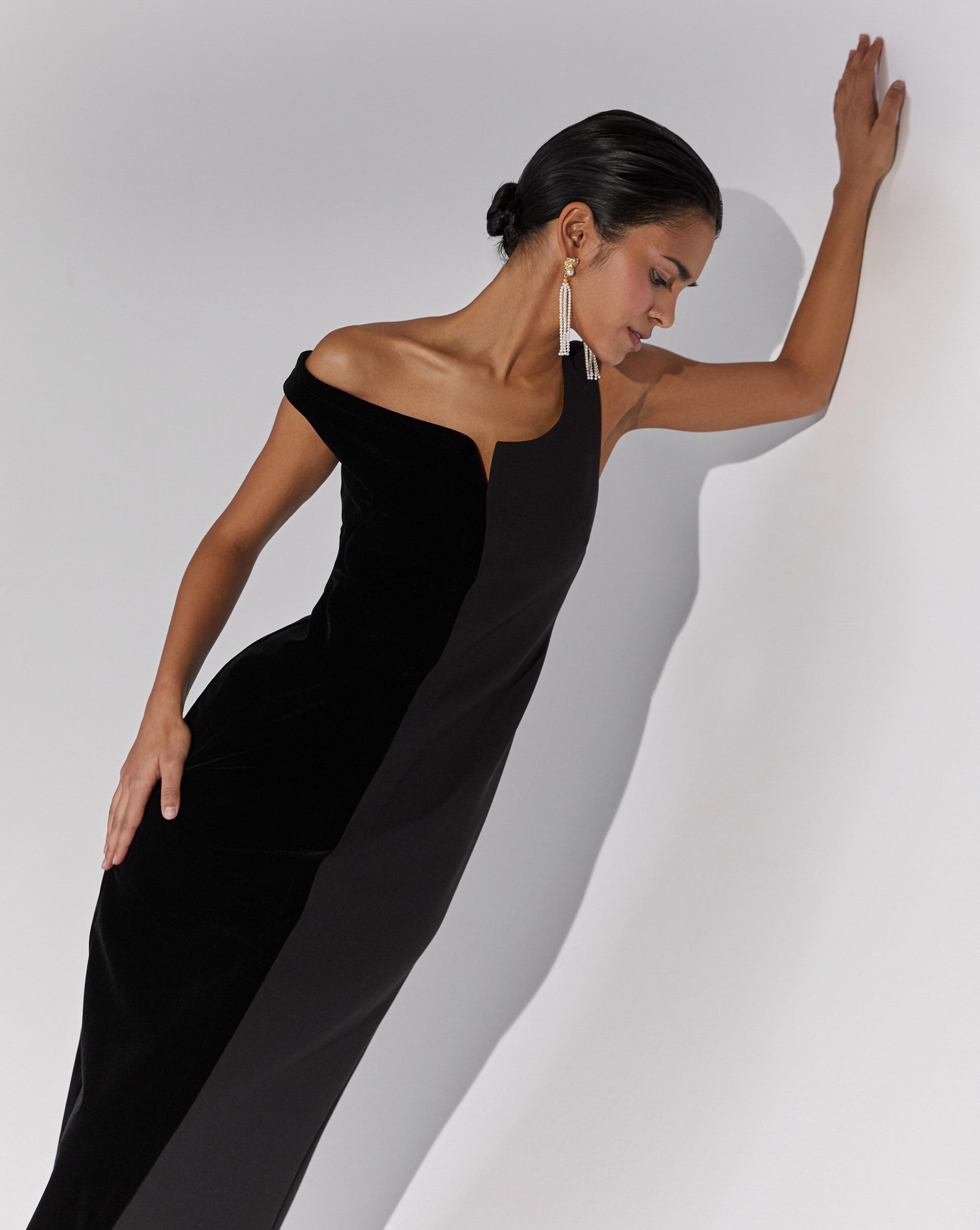 12⠀STOREEZ Платье со спущенным плечом
