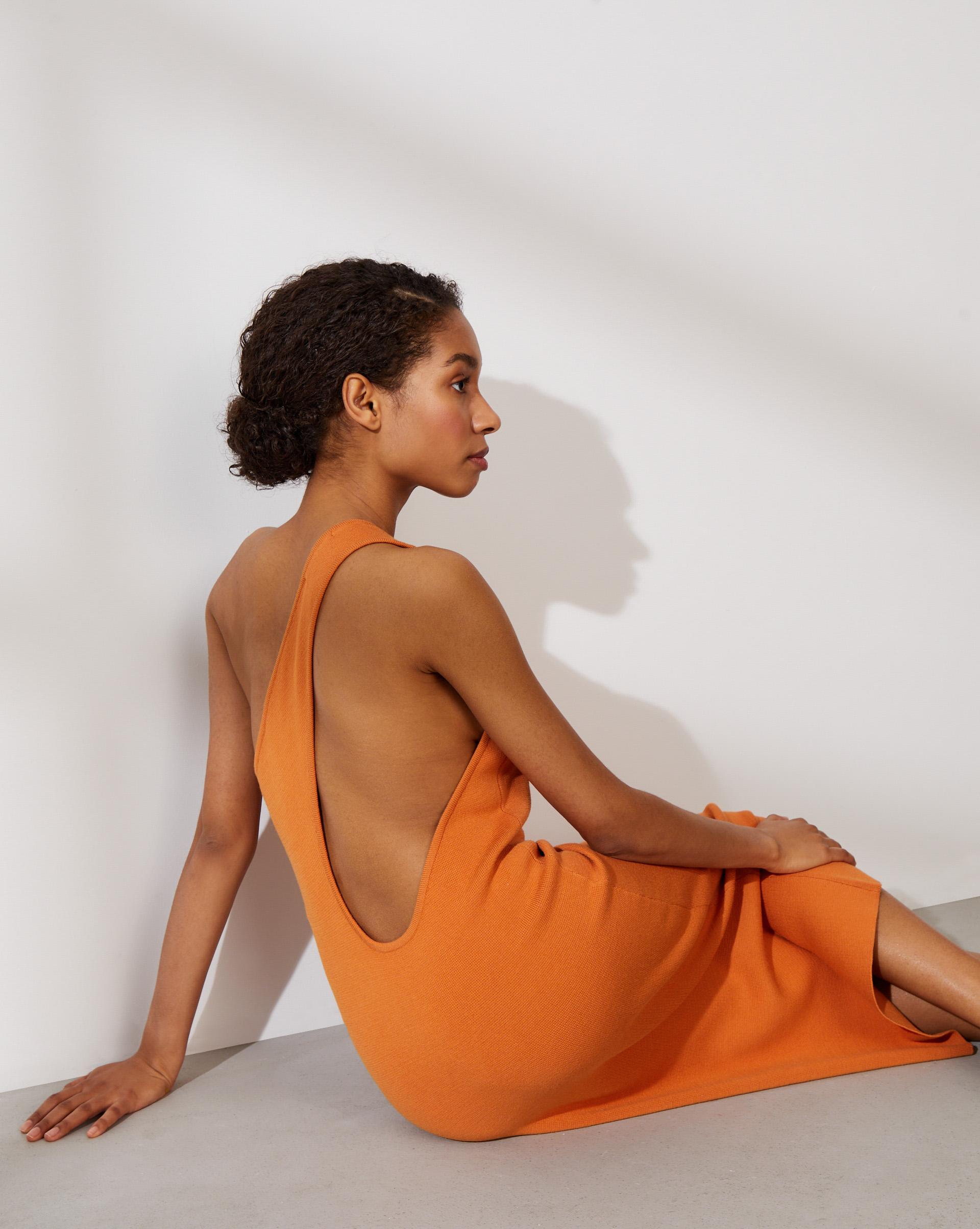 12⠀STOREEZ Платье на одно плечо