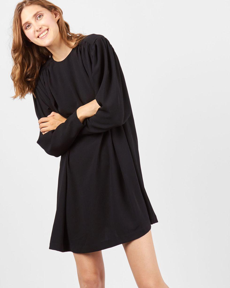 Платье мини с объемными плечами SПлатья<br><br><br>Артикул: 82910593<br>Размер: S<br>Цвет: Черный<br>Новинка: НЕТ<br>Наименование en: Long sleeve mini dress