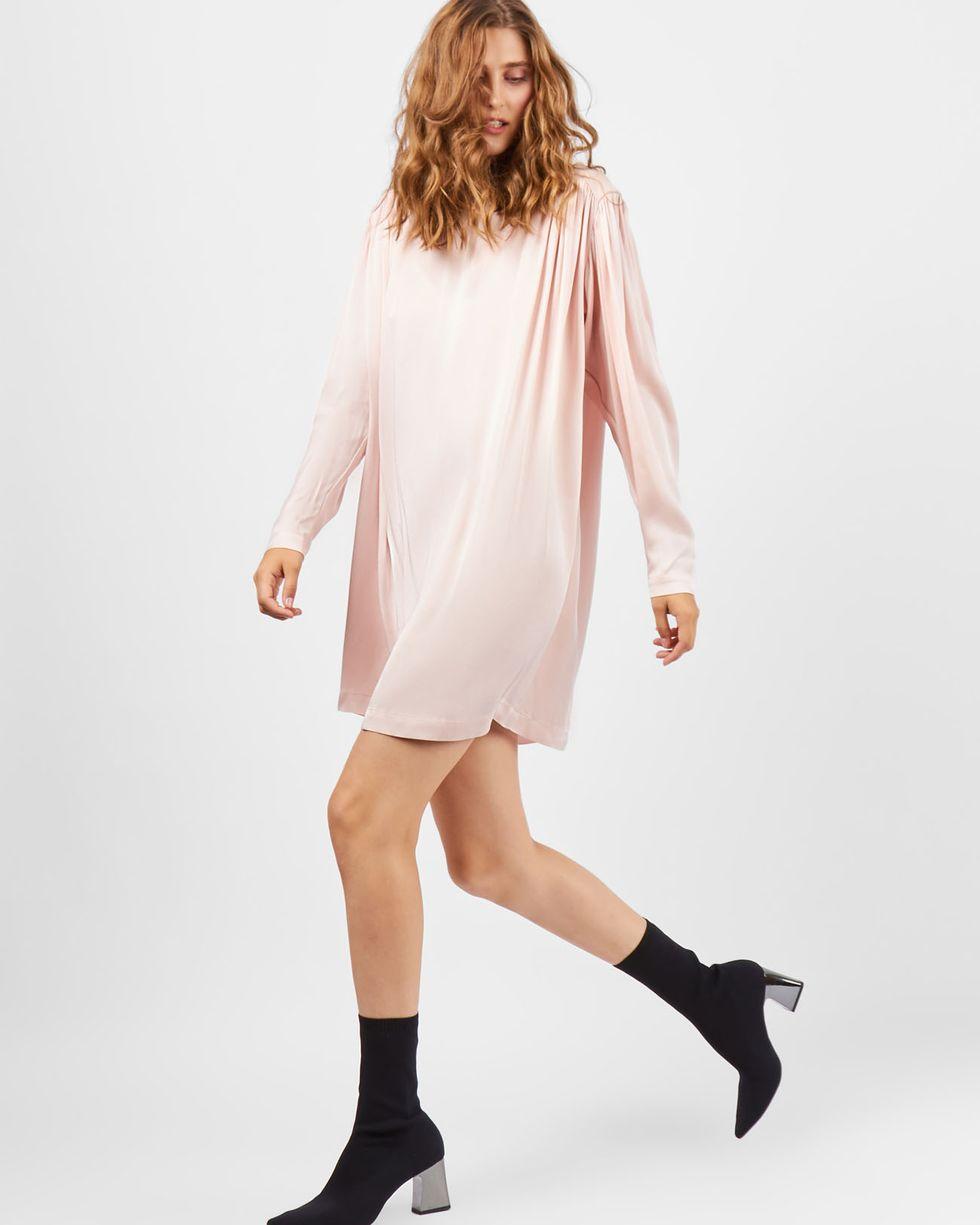 Платье мини с объемными плечами MПлатья<br><br><br>Артикул: 82910642<br>Размер: M<br>Цвет: Пудрово-розовый<br>Новинка: НЕТ<br>Наименование en: Long sleeve mini dress