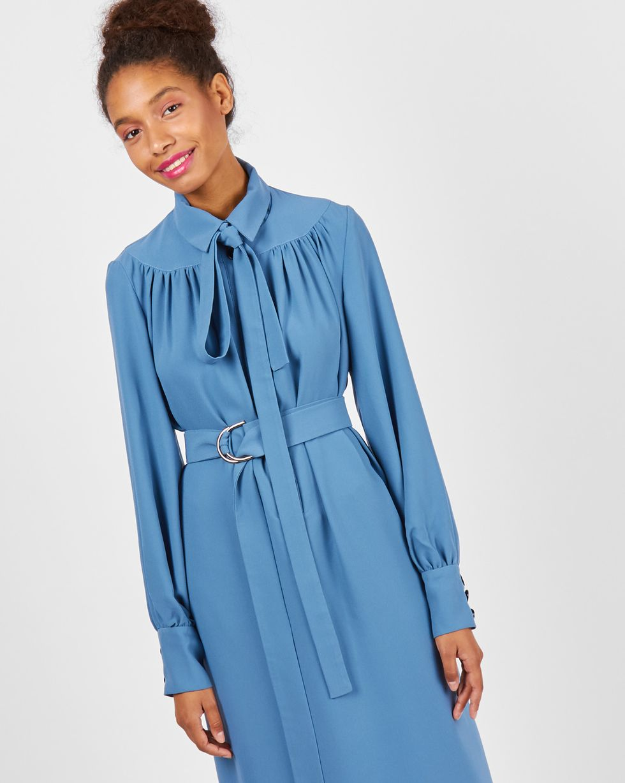 Платье на поясе с бантом MПлатья<br><br><br>Артикул: 82911026<br>Размер: M<br>Цвет: Голубой<br>Новинка: НЕТ<br>Наименование en: Bow belt midi dress