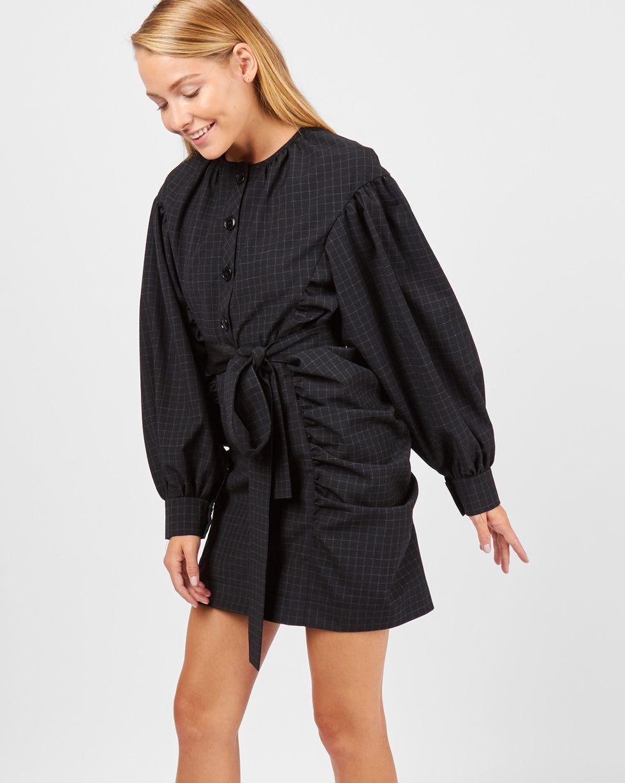 Платье мини с объемными рукавами XSПлатья<br><br><br>Артикул: 82911040<br>Размер: XS<br>Цвет: Черный<br>Новинка: НЕТ<br>Наименование en: Oversized sleeve mini dress