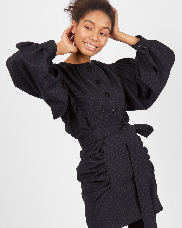 Платье мини с объемными рукавами SПлатья<br><br><br>Артикул: 82911040<br>Размер: S<br>Цвет: Черный<br>Новинка: НЕТ<br>Наименование en: Oversized sleeve mini dress