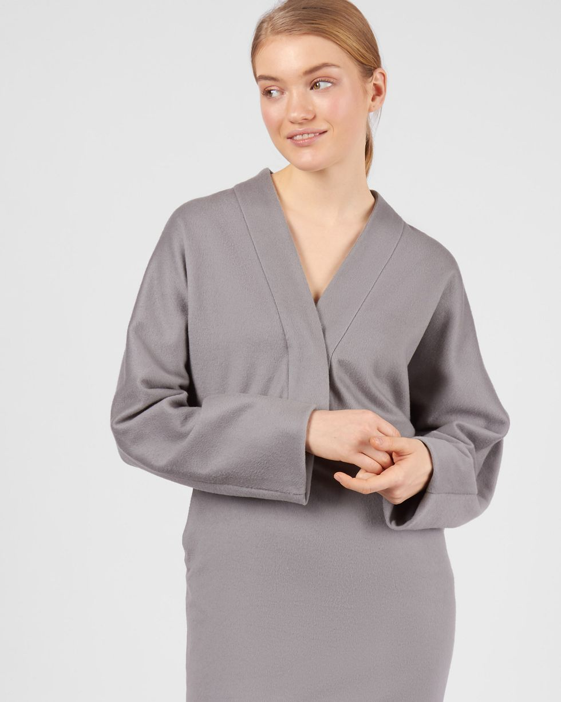 Платье миди с глубоким вырезом XSПлатья<br><br><br>Артикул: 82911219<br>Размер: XS<br>Цвет: Серый<br>Новинка: НЕТ<br>Наименование en: Wrap front detail midi dress