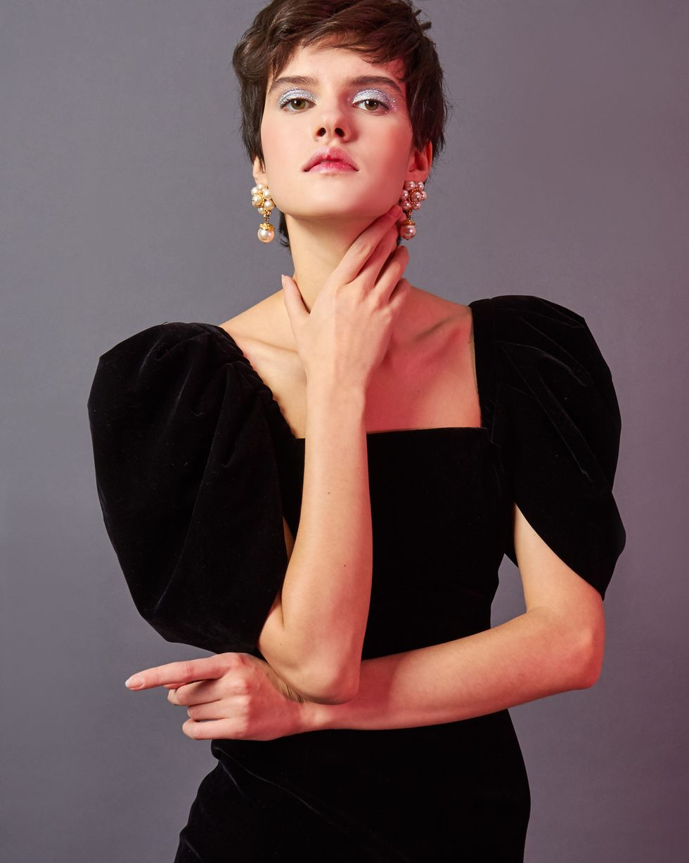 Платье из бархата с объемными рукавами SПлатья<br><br><br>Артикул: 82912202<br>Размер: S<br>Цвет: Черный<br>Новинка: НЕТ<br>Наименование en: Puff sleeve velvet midi dress
