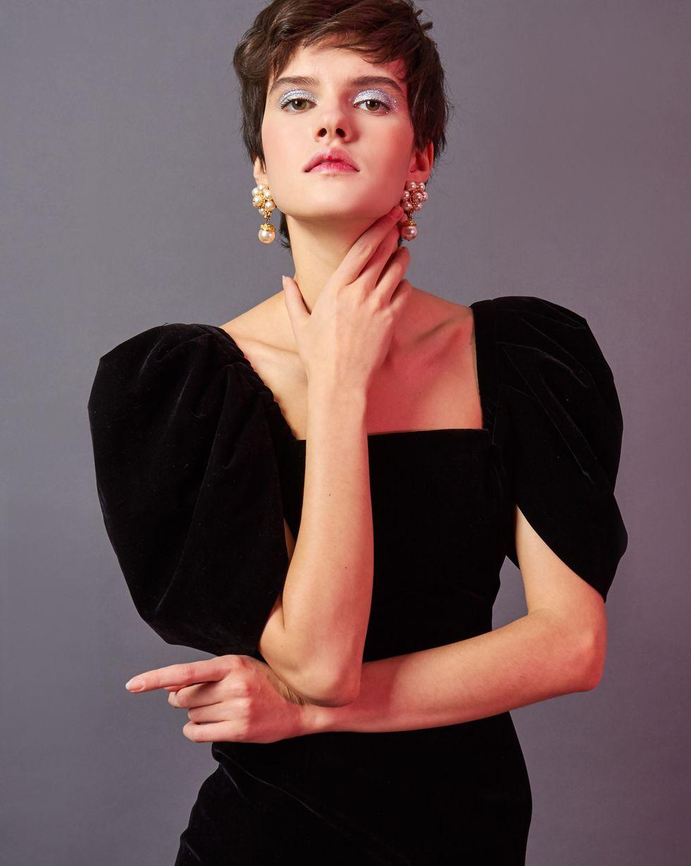 Платье из бархата с объемными рукавами MПлатья<br><br><br>Артикул: 82912202<br>Размер: M<br>Цвет: Черный<br>Новинка: НЕТ<br>Наименование en: Puff sleeve velvet midi dress