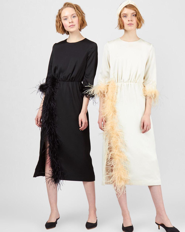 Платье миди с перьями SПлатья<br><br><br>Артикул: 82912229<br>Размер: S<br>Цвет: Молочный<br>Новинка: НЕТ<br>Наименование en: Feather embellished midi dress