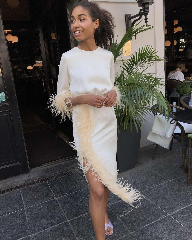 12Storeez Платье миди с перьями (молочный)