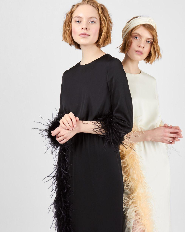 Платье миди с перьями SПлатья<br><br><br>Артикул: 82912360<br>Размер: S<br>Цвет: Черный<br>Новинка: НЕТ<br>Наименование en: Feather embellished midi dress