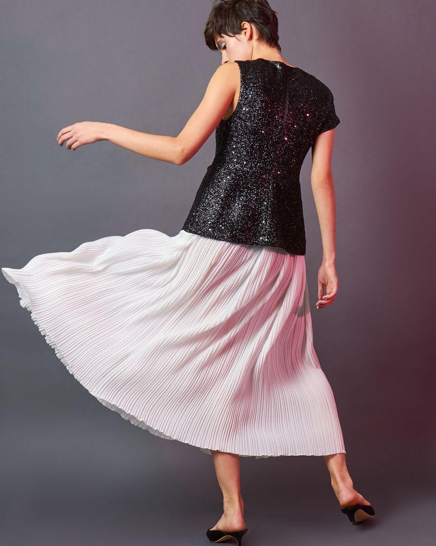 Платье миди с плиссированным низом XSПлатья<br><br><br>Артикул: 82912515<br>Размер: XS<br>Цвет: Черно-белый<br>Новинка: НЕТ<br>Наименование en: Midi dress with pleated skirt