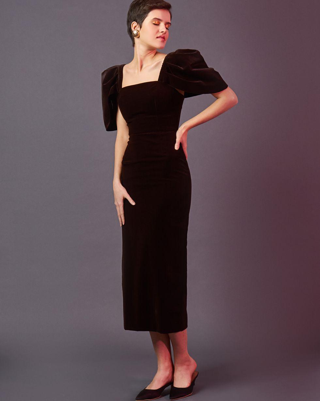 Платье из бархата с объемными рукавами SПлатья<br><br><br>Артикул: 82912739<br>Размер: S<br>Цвет: Коричневый<br>Новинка: НЕТ<br>Наименование en: Puff sleeve velvet midi dress