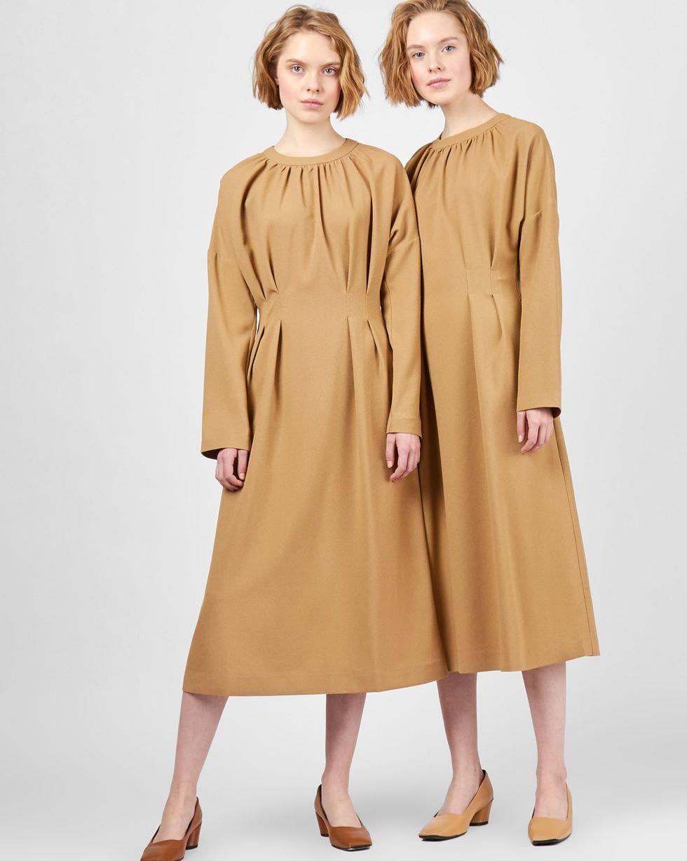 12Storeez Платье со складками на талии (бежевый) черное платье со складками 46