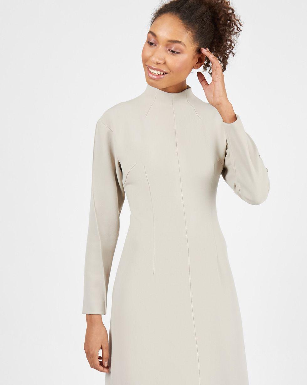 Платье с рельефами на рукавах MПлатья<br><br><br>Артикул: 82913031<br>Размер: M<br>Цвет: Бежево-серый<br>Новинка: НЕТ<br>Наименование en: Seam detail midi dress