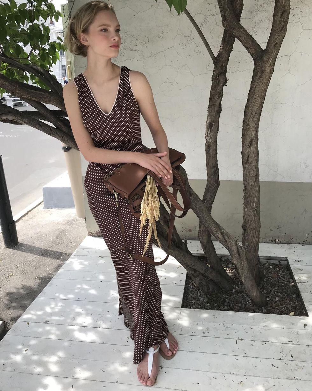 12Storeez Платье-комбинация макси с кантом (коричневый) цена 2017