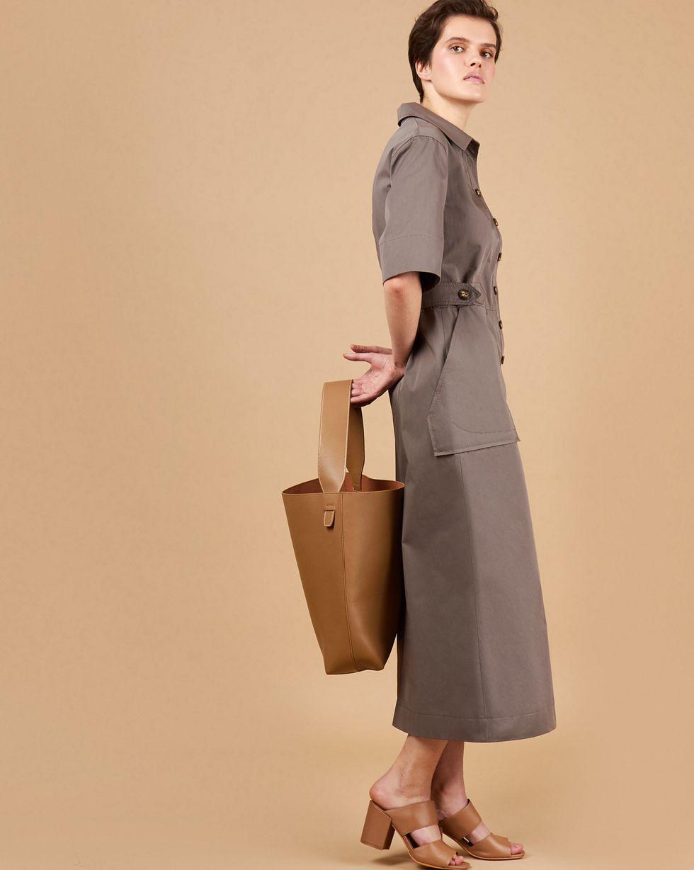 Платье миди в стиле сафари LПлатья<br><br><br>Артикул: 82914029<br>Размер: L<br>Цвет: Графит<br>Новинка: НЕТ<br>Наименование en: Military midi dress