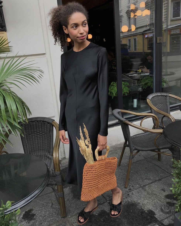 12Storeez Платье миди с молниями на рукавах (черный)