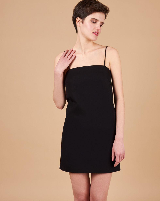 Платье мини на тонких бретелях LПлатья<br><br><br>Артикул: 82914232<br>Размер: L<br>Цвет: Чёрный<br>Новинка: НЕТ<br>Наименование en: Strappy mini slip dress