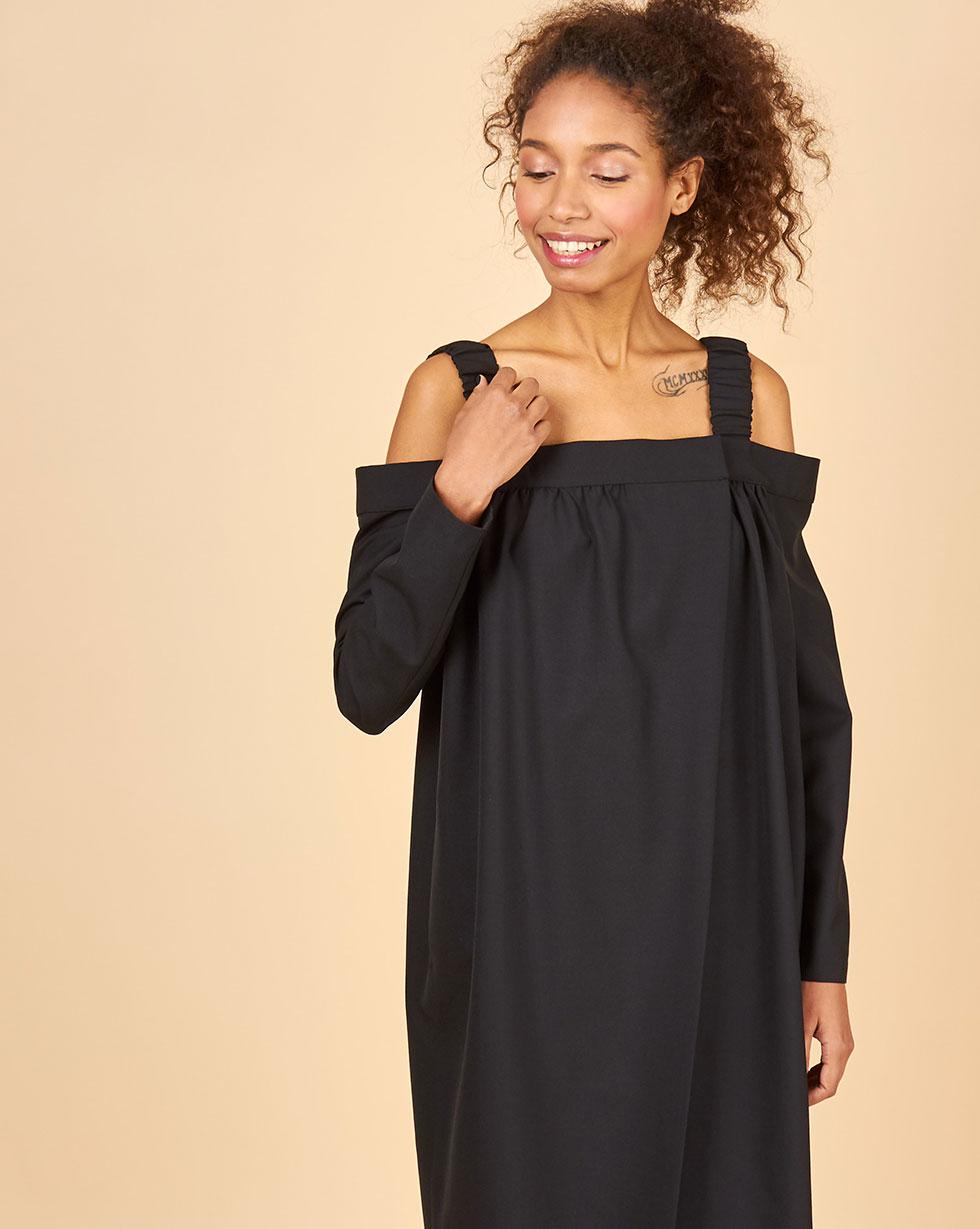 цена 12Storeez Платье с открытыми плечами (черный) онлайн в 2017 году