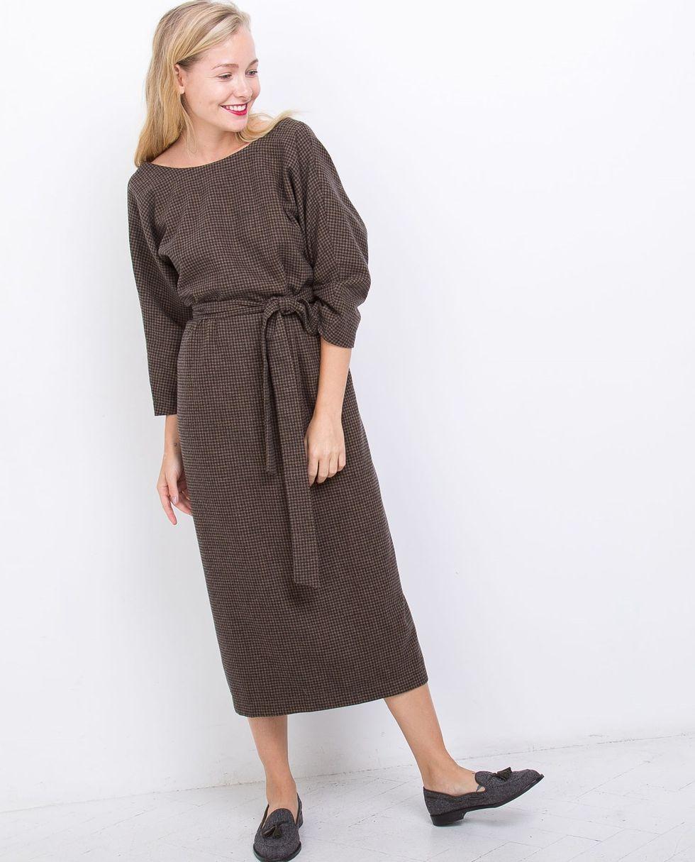 12Storeez Платье миди в клетку с вырезом и пуговицами сзади (коричневое) 12storeez платье миди с запахом на талии серый в мелкую клетку